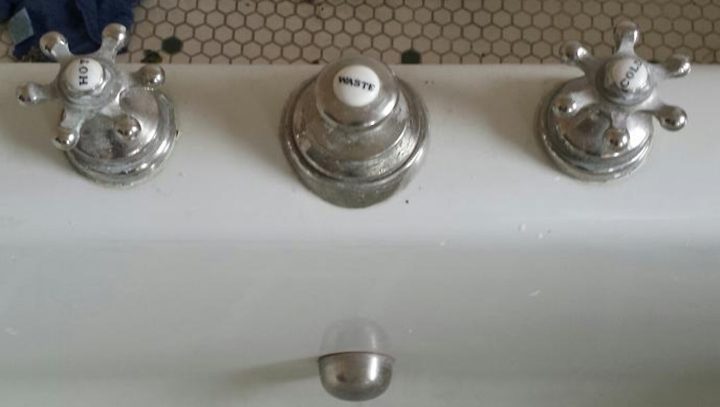 original faucets in excellent condition