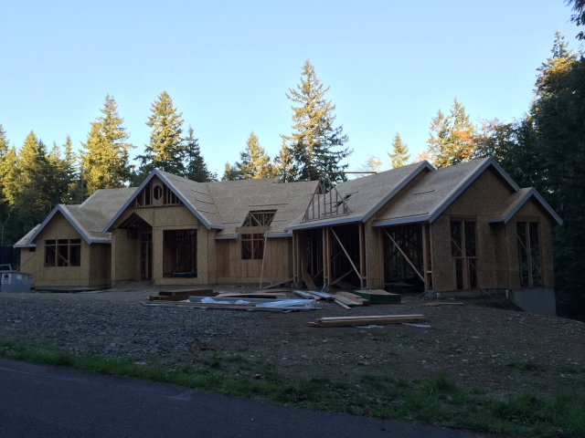 We stopped by the house on the way back from Suncadia on Sunday and they definitely got a lot more done!
